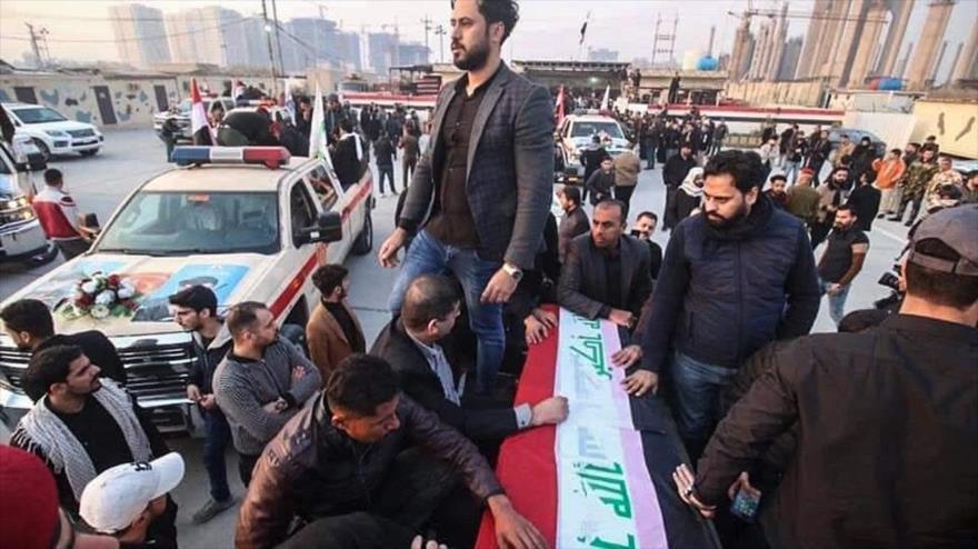 Vídeo: Militares iraquíes se despiden del cuerpo de Soleimani   HISPANTV