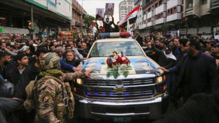 Miles de iraquíes piden venganza en funeral de Soleimani en Nayaf