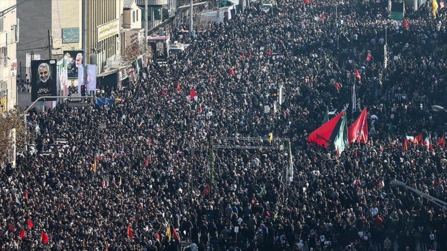Medios: El masivo funeral de Soleimani recuerda al del Imam Jomeini