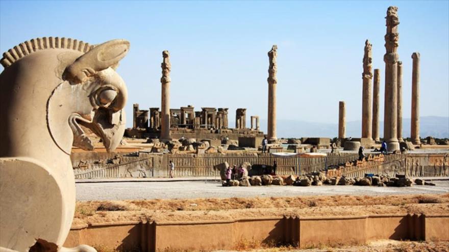 Una vista general de la antigua ciudad de Persépolis, capital del Imperio persa durante la época aqueménida.