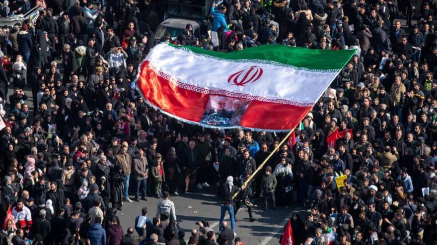 Ciudadanos iraníes en un acto fúnebre por el asesinato del general Qasem Soleimani, Teherán, 6 de enero de 2020. (Foto: Mehrnews)