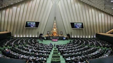 Parlamento iraní aprueba proyecto de ley para vengarse de EEUU