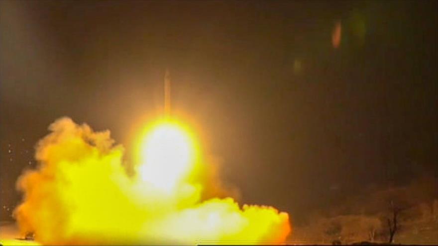 Una captura del vídeo del lanzamiento de misiles por parte de Irán contra una base aérea de EE.UU. en Irak, 8 de enero de 2020. (Foto: AFP)