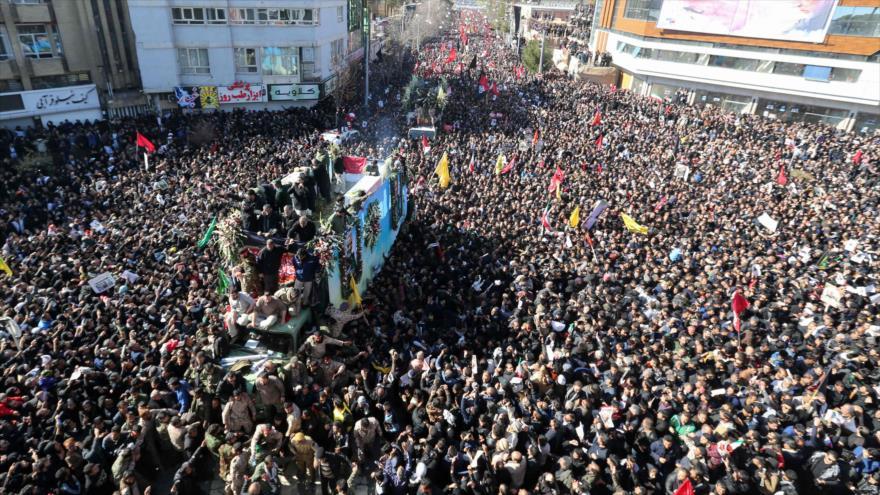 'Multitudinaria despedida a Soleimani asustó mucho a Trump'   HISPANTV