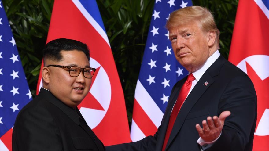 El presidente de EE.UU., Donald Trump, reunido con el líder de Corea del Norte, Kim Jong-un, en Singapur, 12 de junio de 2019. (Foto: AFP)