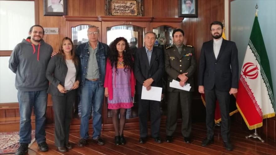 La Coordinadora por la Paz, la Soberanía, la Integración y la No Injerencia (CPAZ) visita a la embajada de Irán en Quito, la capital.