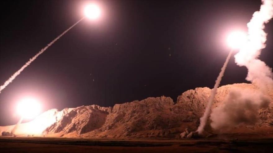 Irán ataca con misiles la base aérea Ain Al-Asad, utilizada por EE.UU. y situada en Al-Anbar, oeste de Irak, 8 de enero de 2020.
