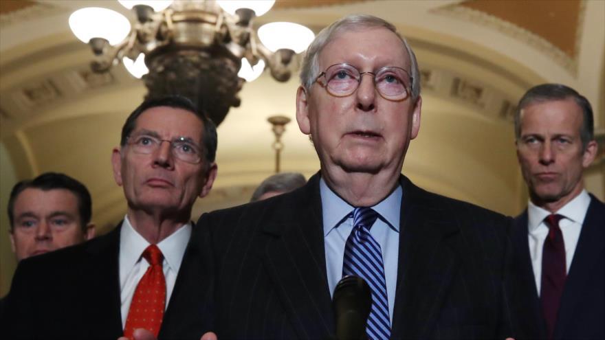 El líder de la mayoría republicana en el Senado de EE.UU., Mitch McConnell, da una rueda de prensa en el Capitolio, Washington.