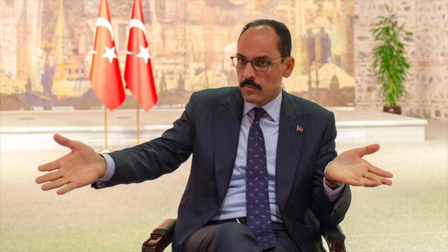 El portavoz presidencial de Turquía, Ibrahim Kalin, durante una entrevista con una agencia francesa, 19 de octubre de 2019. (Foto: AFP)