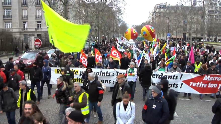 Los franceses se manifiestan contra la reforma de pensiones