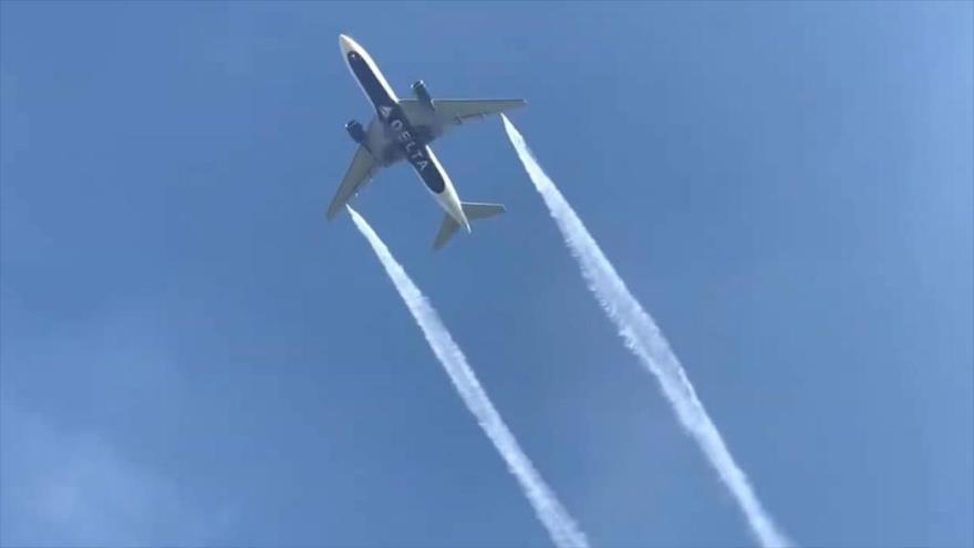Avión arroja combustible sobre una escuela en EEUU y deja heridos