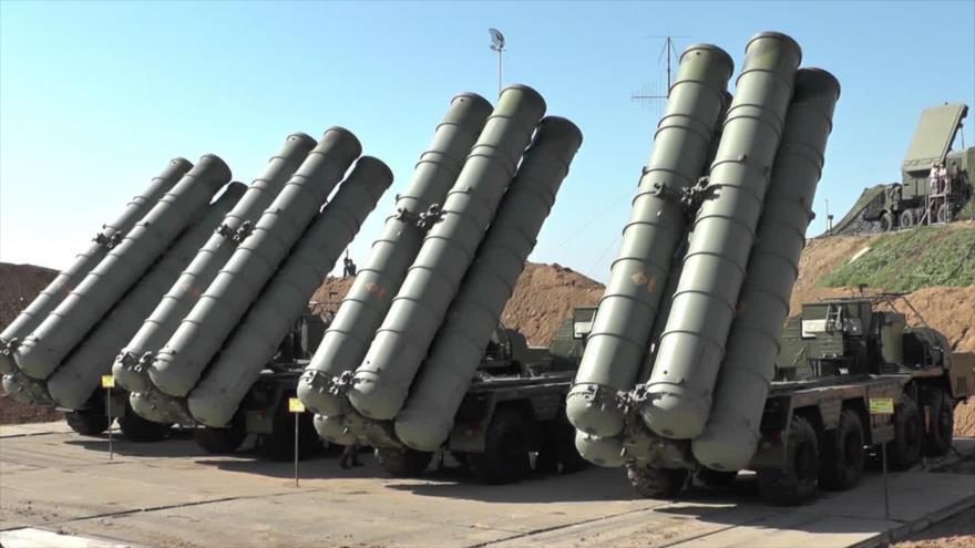 Sistemas antiaéreos S-400 de fabricación rusa.