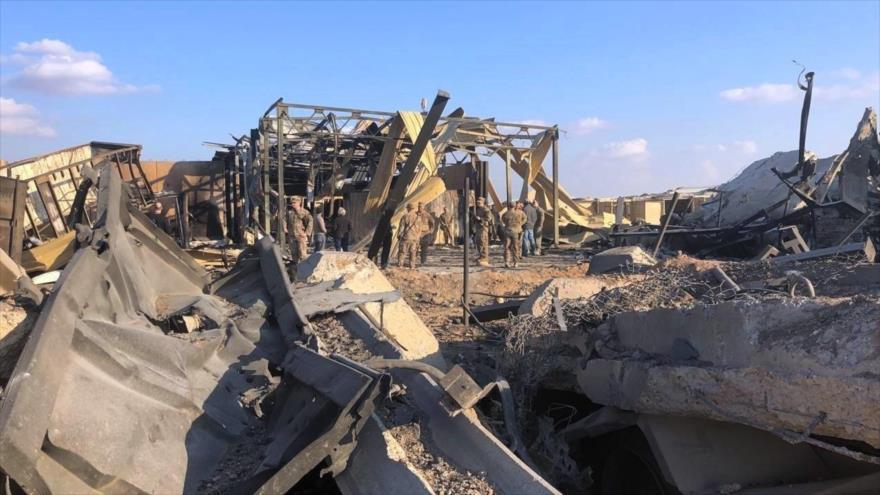 Destrozos causados por el impacto de misiles iraníes en la base Ain Al-Asad en Al-Anbar, Irak, ocupada por las tropas de EE.UU.