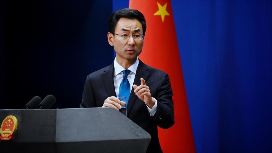 Geng Shuang, portavoz de la Cancillería de China, ofrece una rueda de prensa, 28 de noviembre de 2018. (Foto: AFP)