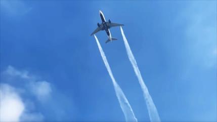 Avión arroja combustible sobre escuelas y deja 60 heridos en EEUU