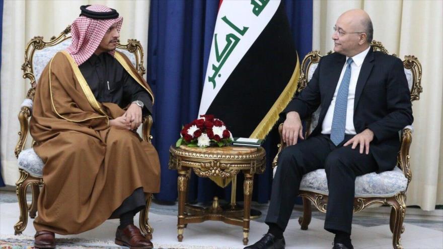 El presidente de Irak, Barham Salih (dcha.), se reúne con el canciller de Catar, Muhammed bin Abdulrahman al Thani, en Bagdad (capital iraquí), 15 de enero de 2020.
