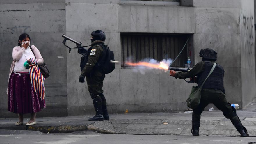 Policía de Bolivia abre fuego contra manifestantes opuestos al gobierno de facto, 13 de noviembre de 2019. (Foto: AFP)