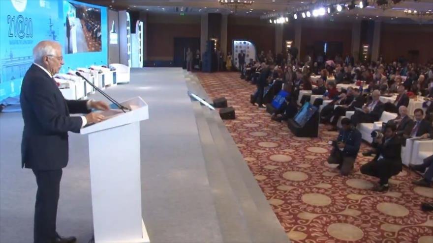 """Joseph Borrell, jefe de la Diplomacia de la Unión Europea, habla el foro económico """"Diálogo de Raisina"""" en Nueva Delhi, La India, 16 de enero de 2020."""