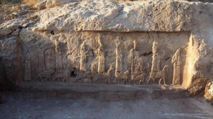 Vídeo: Hallan en Irak nuevos relieves asirios tallados en un canal