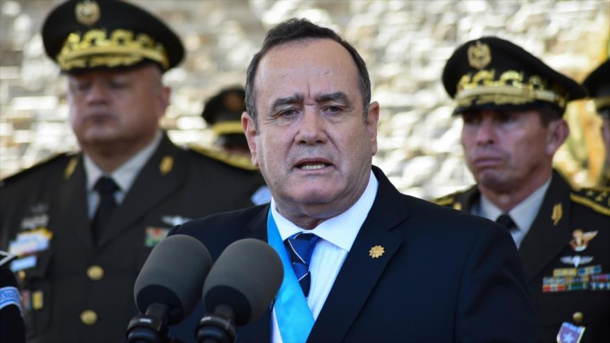 El presidente guatemalteco, Alejandro Giammattei, durante una ceremonia militar en la ciudad de Guatemala, la capital, 15 de enero de 2020. (Foto: AFP)