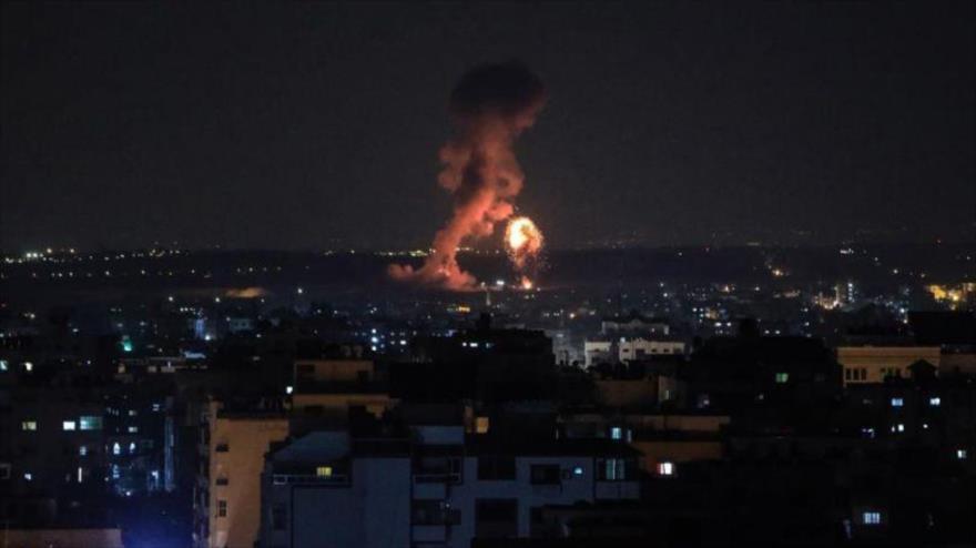 Explosión resultante de un ataque israelí contra la asediada Franja de Gaza.