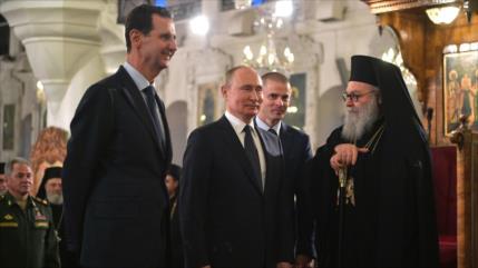 Vídeo: Al-Asad y Putin se mofan de Trump en iglesia de Damasco