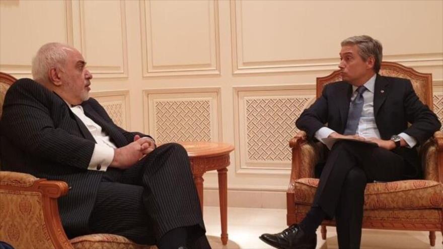 Los cancilleres de Irán y Canadá, Mohamad Yavad Zarif (izda.) y François-Philippe Champagne, respectivamente, en Omán, 17 de enero de 2020.