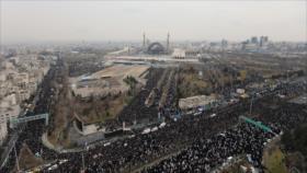 Masiva participación en el rezo colectivo del viernes en Teherán