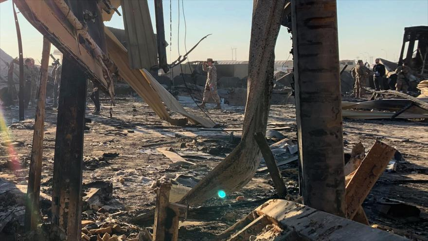 Parte de la base estadounidense de Al-Asad destruida por un ataque de misiles iraníes en la provincia de Al-Anbar, Irak, 13 de enero de 2020. (Foto: AFP)