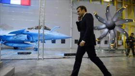 Protesta espontánea obliga a evacuar a Macron de un teatro