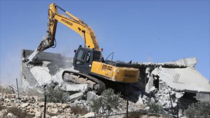 Tropas israelíes demuelen casas palestinas y golpean a sus dueños