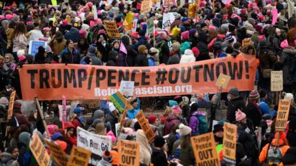 Miles de mujeres en EEUU exigen a Trump que abandone la Casa Blanca