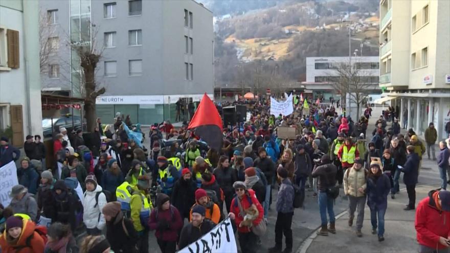 Se celebran protestas en Suiza contra Foro Económico Mundial
