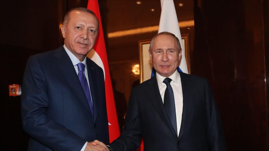 Los presidentes de Turquía y Rusia, Recep Tayyip Erdogan y Vladímir Putin, respectivamente, reunidos en Berlín, capital alemana, 19 de enero de 2020. (Foto: AFP)