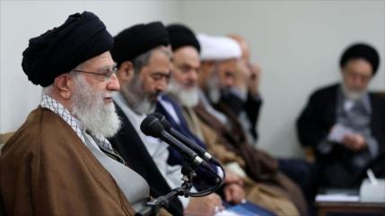 Líder de Irán: La resistencia del pueblo iraní ha irritado a EEUU