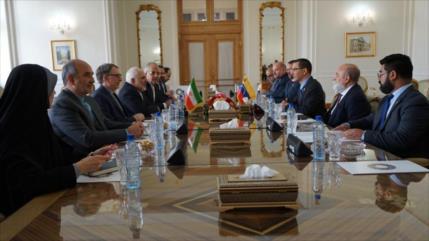 Zarif y Arreaza se reúnen para afianzar lazos Irán-Venezuela