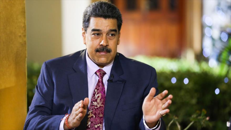 Presidente venezolano, Nicolás Maduro, en una entrevista con el periodista español Ignacio Ramonet en Caracas, 1 de enero de 2020. (Foto: AFP)