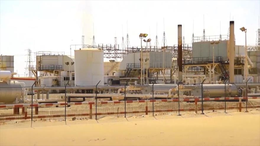 Precio de petróleo sube por el cierre de dos campos en Libia