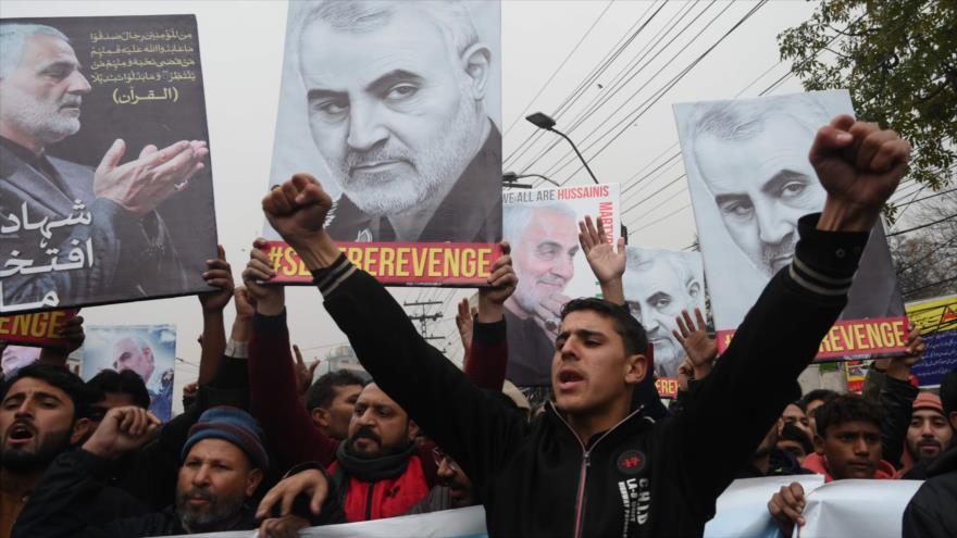 Manifestante denuncian el asesinato del general Soleimani a manos de EE.UU., Lahore, Paquistán, 7 de enero de 2020. (Foto: AFP)