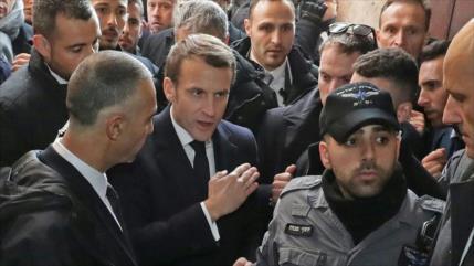 Vídeo: Altercado verbal entre Macron y policías israelíes