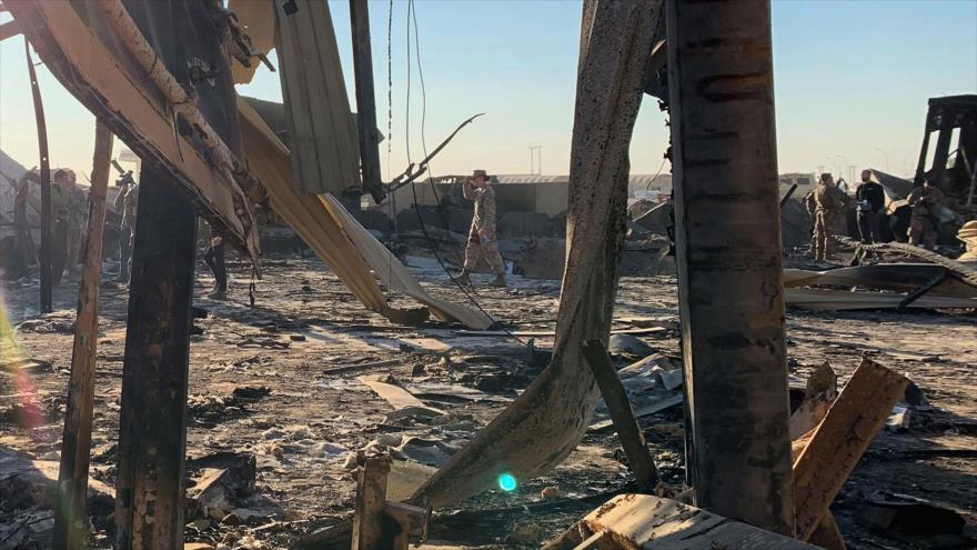 Parte de los escombros causados por el ataque de Irán contra la base aérea militar de Ain Al-Asad en Irak, 13 de enero de 2020. (Foto: AFP)