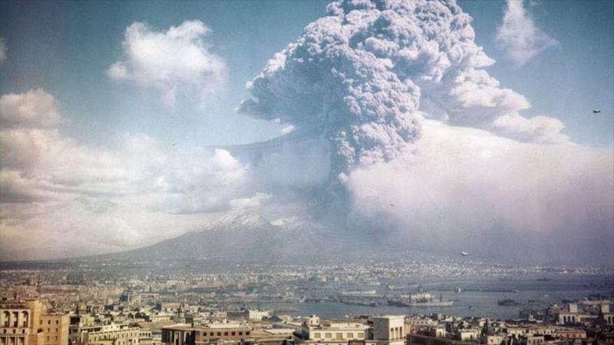 Una imagen representativa de la catastrófica erupción del volcán del Vesubio en el año 79 d.C, el 24 de agosto.