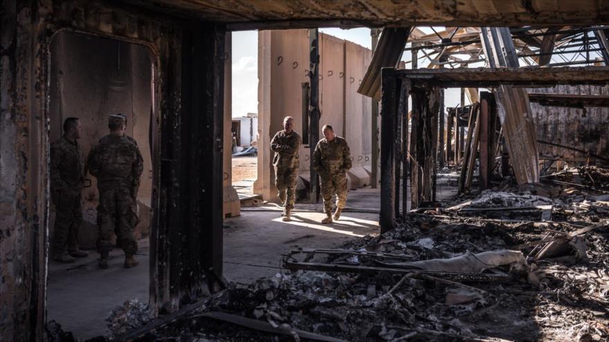 Parte de la base estadounidense de Ain Al-Asad en la provincia iraquí de Al-Anbar destruida por un ataque de misiles iraníes.