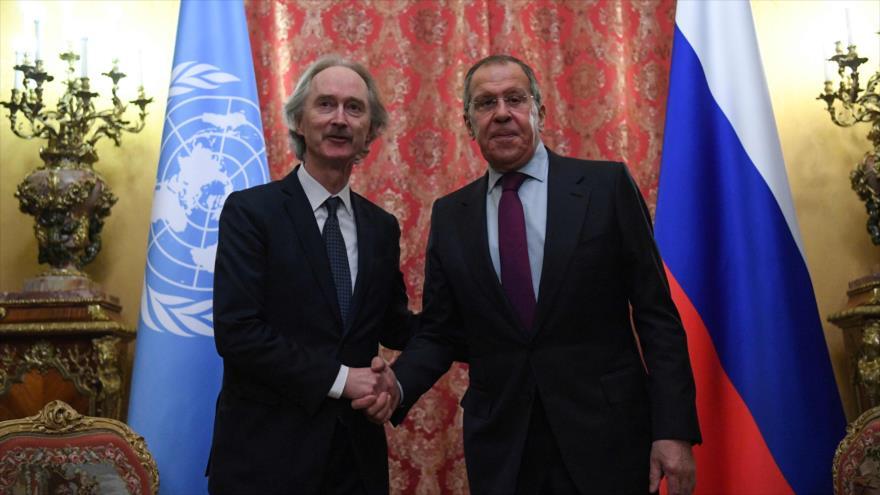 El canciller ruso, Serguéi Lavrov, recibe al enviado especial de la ONU para Siria, Geir Pedersen, en Moscú, 24 de enero de 2020. (Foto: AFP)
