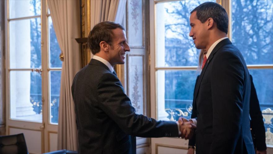 El presidente francés, Emmanuel Macron, se reúne con el líder golpista venezolano Juan Guaidó en el palacio del Elíseo, París, 24 de enero de 2020.