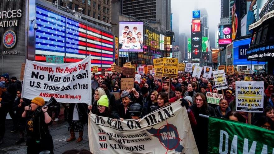 Marchan en Nueva York, este de EE.UU., en protesta por una guerra contra Irán, 4 de enero de 2020. (Foto: Reuters)