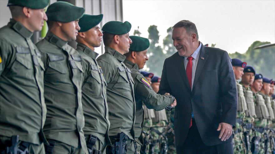 El secretario de Estado de EE.UU., Mike Pompeo, saluda a militares colombianos en Bogotá, la capital de Colombia, 21 de enero de 2020. (Foto: AFP)