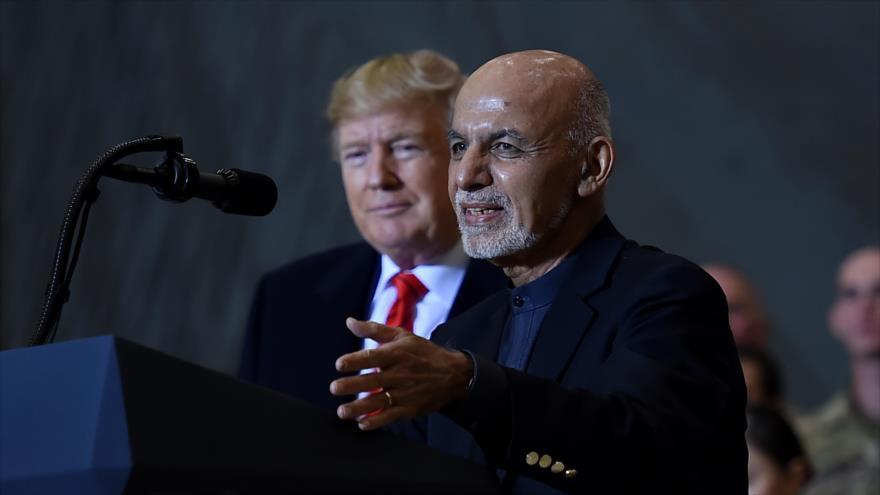 El presidente afgano, Ashraf Qani, habla en presencia de su par estadounidense, Donald Trump, Bagram, Afganistán, 28 de noviembre de 2019. (Foto: AFP)