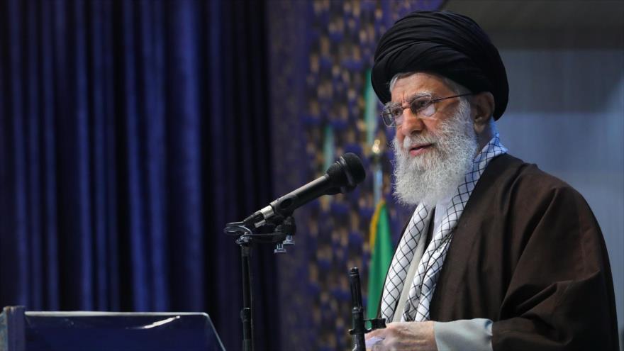 El Líder de la Revolución Islámica de Irán, el ayatolá Seyed Ali Jamenei, ofrece un discurso en Teherán, 17 de enero de 2020. (Foto: Jamenei.ir)
