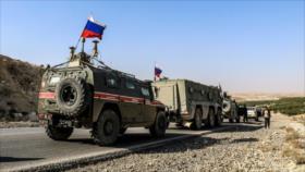 Soldados sirios no dejan a militares de EEUU arriar bandera rusa